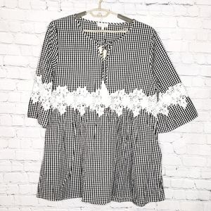 Velzera NWT Gingham & Lace top size 2X NWT